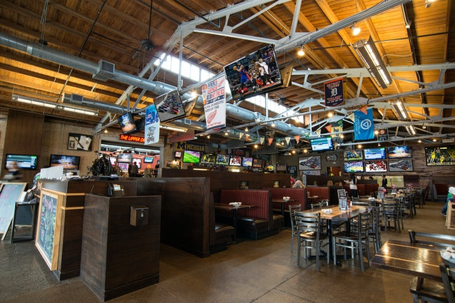 Peppino S Pizza: Peppinos Pizzeria & Sports Grille